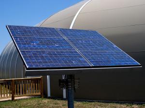 Előnyös a naperőmű használata